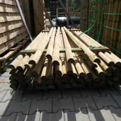 Felületkezelt felezett rúdfa kerítéselemekhez - 7 x 250 cm